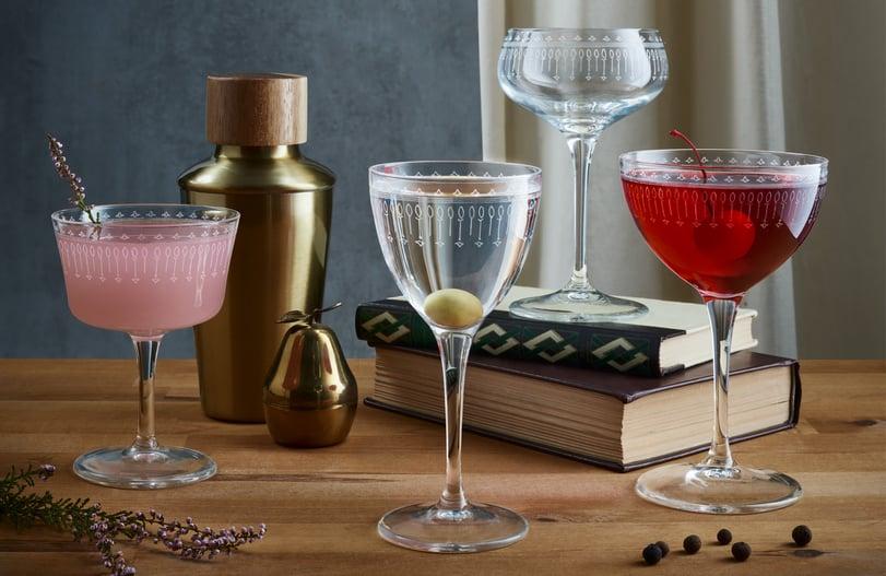 Sarjasta löytyy perinteinen martinilasi, tyylikäs samppanjalasi, nick & nora sekä fizz-lasi.
