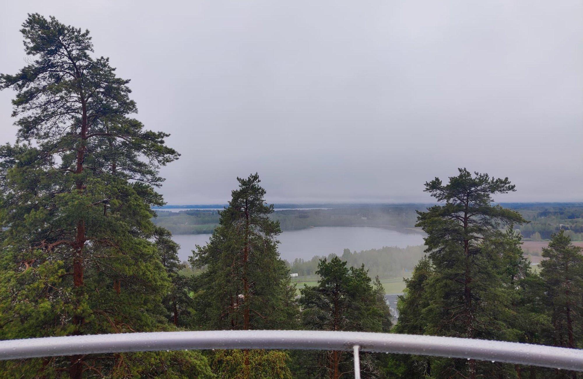 Kangasalan Kirkkoharjulta avautuu huikeat maisemat kolmelle eri järvelle.