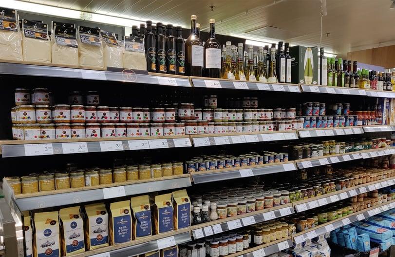Pastan lisäksi tarjolla on laaja valikoima italialaisia tuotteita