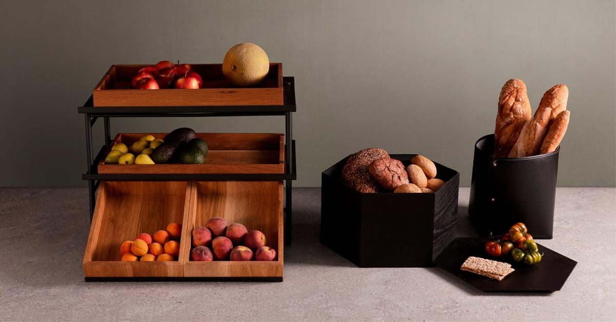 NOKTE-tuotteista löytyy useita erikokoisia ja -mallisia alustoja, astioita, korotusosia, hyllyjä ja tarvikkeita.