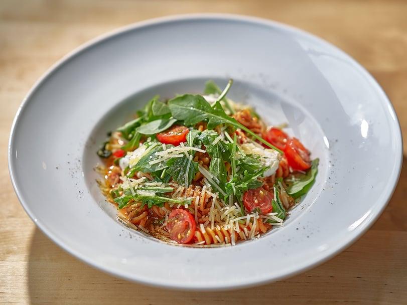 Ravintola Nosturin menusta löytyy mm. erilaisia pikaruokavaihtoehtoja ja pasta-annoksia.