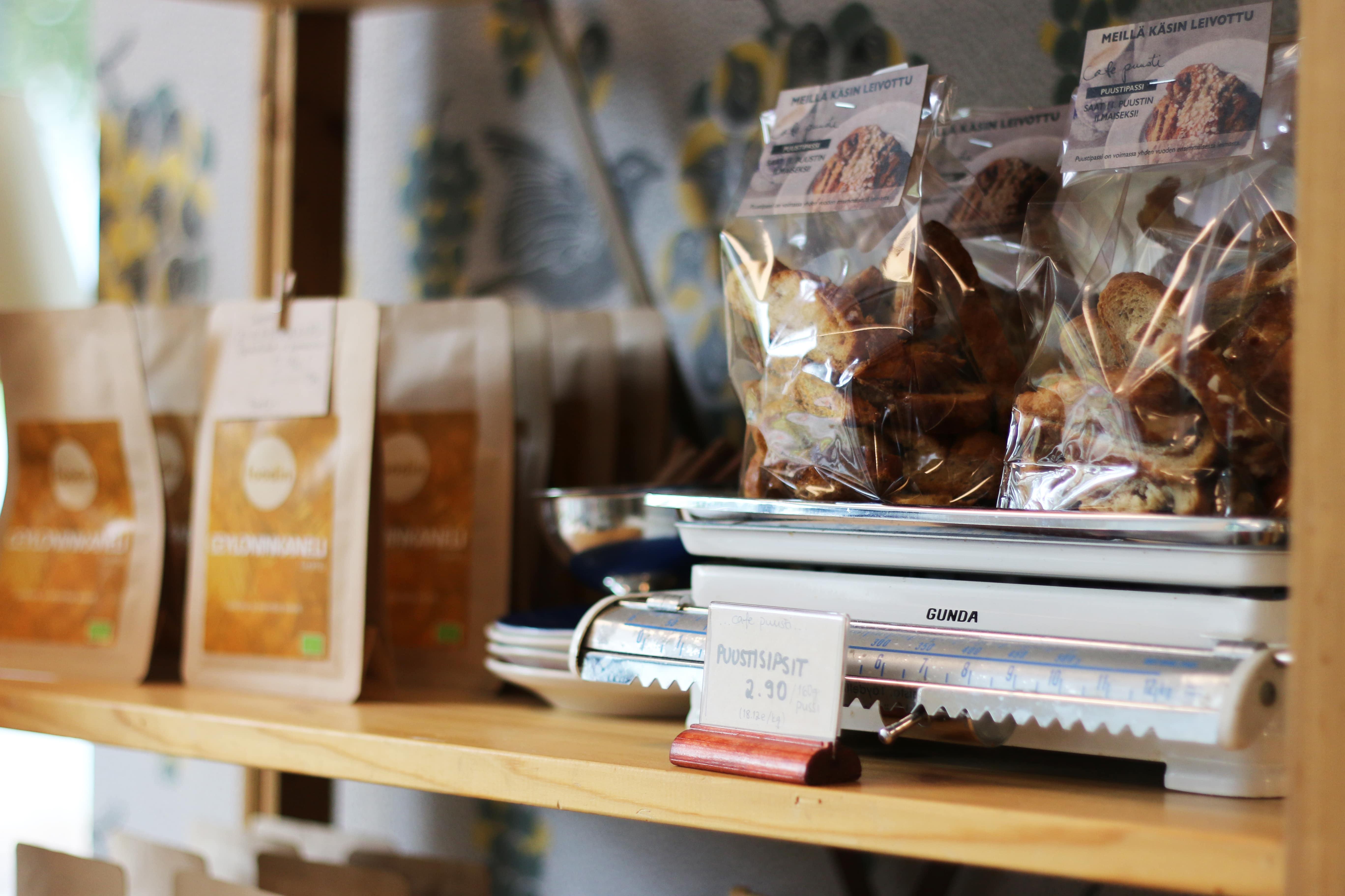 Café Puustin puustisipsit ja ceyloninkaneli